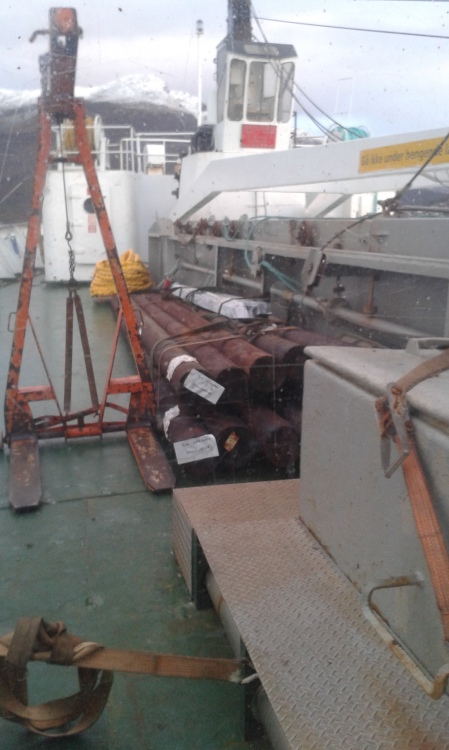 Logs and the fork lift device on the fore-deck